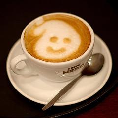 cafe con sonrisa en la espuma
